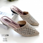 รองเท้าคัทชู เปิดส้น หนังกลิสเตอร์วิ้งแต่งลายฉลุและหมุดสวยหรู ติดแน่น สวมใส่ง่าย น้ำหนักเบา หนังนิ่ม ทรงสวย สูงประมาณ 1 นิ้ว ใส่สบาย แมทสวยได้ทุกชุด (10195)
