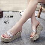 รองเท้าแฟชั่น ส้นเตารีด แบบสวม แต่งคาดหน้าพลาสติกใสนิ่มคาดแถบกลิสเตอร์สวยเรียบหรู หนังนิ่ม ทรงสวย สูงประมาณ 4 นิ้ว ใส่สบาย แมทสวยได้ทุกชุด (M211)