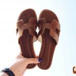 รองเท้าแตะแฟชั่น แบบสวม คาดหน้า H สไตล์แอร์เมส แต่งขนเรียบสไตล์ขนม้าสวยเก๋เรียบหรู หนังนิ่ม ทรงสวย ใส่สบาย แมทสวยได้ทุกชุด (GS21)
