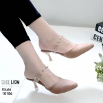 รองเท้าคัทชู เปิดส้น ส้นสูง ด้านหน้าเรียวสวยไม่แหลมเกินไป ทำให้เท้าดูเรียวเลิศ หนังสักหราดแต่งคาดพลาสติกใสนิ่มประดับหมุดทองสวยหรู เป็นงานคัดเกรดอีกตัวที่แนะนำ หนังนิ่ม ทรงสวย สูงประมาณ 2 นิ้ว ใส่สบาย แมทสวยได้ทุกชุด (10186)