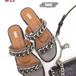 รองเท้าแตะแฟชั่น แบบสวม แต่งโซ่สวยเก๋สไตล์แบรนด์ หนังนิ่ม ทรงสวย ใส่สบาย แมทสวยได้ทุกชุด (A305)