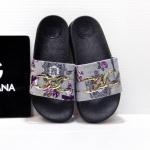 รองเท้าแตะแฟชั่น แบบสวม แต่งลายดอกไม้และโซ่สไตล์ D&G สวยเก๋ วัสดุอย่างดี พื้นนิ่ม หนังนิ่ม ใส่สบายมาก แมทสวยได้ทุกชุด