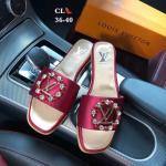 รองเท้าแตะแฟชั่น แบบสวม แต่งอะไหล่คริสตัลและโลโก้สไตล์ LV สวยหรู หนังนิ่ม ทรงสวย ใส่สบาย แมทสวยได้ทุกชุด