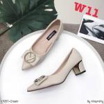 รองเท้าคัทชู ส้นเตี้ย แต่งอะไหล่สวยเก๋ ส้นแต่งขอบทองเพิ่มความหรู หนังนิ่ม ทรงสวย สูงประมาณ 2.5 นิ้ว ใส่สบาย แมทสวยได้ทุกชุด (K9357)