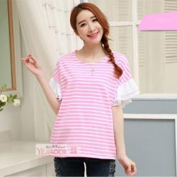 เสื้อคลุมท้องผ้ายืดลายริ้วสีชมพู-ขาว แต่งแขนระบายผ้าชีฟองสีขาว
