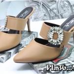 รองเท้าแฟชั่น ส้นเตารีด แบบหนีบ แต่งอะไหล่คริสตัลสวยหรู หนังนิ่ม พื้นนิ่ม งานสวย ใส่สบาย สีดำ ครีม ชมพู แมทสวยได้ทุกชุด (18-2308)