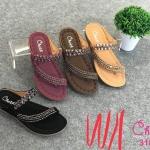 รองเท้าแตะแฟชั่น แบบสวมนิ้วโป้ง คาดเฉียง แต่งลูกปัดคลิสตับสวยหรู หนังนิ่ม พื้นนิ่ม งานสวย ใส่สบาย แมทสวยได้ทุกชุด (318-23)