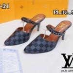 รองเท้าคัทชู เปิดส้น หนังลายตารางดาเมียร์สไตล์ LV แต่งโซ่สวยเรียบหรู หนังนิ่ม ทรงสวย สูงประมาณ 3 นิ้ว เสริมหน้า ใส่สบาย แมทสวยได้ทุกชุด (P-21)
