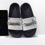 รองเท้าแตะแฟชั่น แบบสวม แต่งลายหินอ่อนและโซ่สไตล์จีวองชีสวยเก๋ วัสดุอย่างดี พื้นนิ่ม หนังนิ่ม ใส่สบายมาก แมทสวยได้ทุกชุด