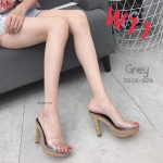 รองเท้าแฟชั่น ส้นสูง แบบสวม คาดหน้าพลาสติกใสนิ่ม ส้นแต่งลายไม้สวยเก๋ หนังนิ่ม ทรงสวย สูงประมาณ 4 นิ้ว ใส่สบาย แมทสวยได้ทุกชุด (3006-92A)