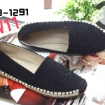 รองเท้าคัทชู ทรง slip on แต่งปัก CC สวยเก๋สไตล์ชาแนล ขอบแต่งเชือกถัก หนังนิ่ม ทรงสวย ใส่สบาย แมทสวยได้ทุกชุด (319-1291)