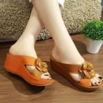 รองเท้าแฟชั่น ส้นเตารีด แบบสวม สายไขว้สูทูโทนแต่งดอกคามิเลีย อะไหล่ CC สไตล์ชาแนลสวยหรู หนังนิ่ม พื้นนิ่ม งานสวย ใส่สบาย แมทสวยได้ทุกชุด (D269)