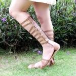 รองเท้าแฟชั่นสไตล์แกลดิเอเตอร์ ทรงสูงหนังเส้นแต่งเข้มขัดข้างตลอดแนวสวยเก๋เท่ห์ แบบสวม ซิปหลังใส่ง่าย หนังนิ่ม ทรงสวย ใส่สบาย แมทสวยได้ทุกชุด (DD57)