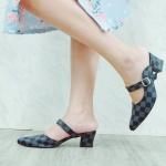 รองเท้าคัทชู เปิดส้น หนังลายตารางดาเมียร์สไตล์ LV แต่งเข็มขัดข้างสวยเรียบหรู หนังนิ่ม ทรงสวย ส้นสูงประมาณ 2.5 นิ้ว ใส่สบาย แมทสวยได้ทุกชุด