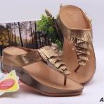 รองเท้าแตะแฟชั่น แบบหนีบ แต่งหนังพู่ด้านหน้าสวยเก๋ หนังนิ่ม พื้นซอฟคอมฟอตนิ่มเพื่อสุขภาพสไตล์ฟิตฟลอบ งานสวย ใส่สบาย แมทสวยได้ทุกชุด