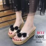 รองเท้าแฟชั่น ส้นเตารีด แบบสวม คาดหน้าพลาสติกใสนิ่ม แต่งขนปอมฟูนิ่มและมุกสวยหวานน่ารัก หนังนิ่ม ทรงสวย สูงประมาณ 3 นิ้ว ใส่สบาย แมทสวยได้ทุกชุด (MK252)