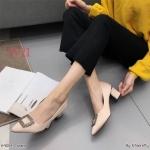 รองเท้าคัทชู ส้นเตี้ย แต่งอะไหล่เพชรคลิสตัลสวยหรู หนังนิ่ม ทรงสวย สูงประมาณ 2.5 นิ้ว ใส่สบาย แมทสวยได้ทุกชุด (K9059)