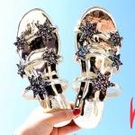 รองเท้าแตะแฟชั่น แบบสวม หนังเมทัลลิคเงาแต่งดาวกลิสเตอร์สวยเก๋ไฮโซ หนังนิ่ม ทรงสวย ใส่สบาย แมทสวยได้ทุกชุด