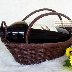 ตะกร้าใส่ขวดไวน์ สานจากเส้นพลาสติก