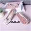รองเท้าคัทชู ส้นแบน หัวมน บุผ้าลายทวิสแต่งดอกคามิเลียสวยหวานสไตล์ชาแนล หนังนิ่ม พื้นนิ่ม ทรงสวย ใส่สบาย แมทสวยได้ทุกชุด thumbnail 2