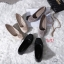 รองเท้าคัทชู ส้นเตารีด แต่งอะไหล่สไตล์แบรนด์สวยเรียบหรู หนังนิ่ม พื้นบุนิ่ม ทรงสวย สูงประมาณ 2 นิ้ว ใส่สบาย แมทสวยได้ทุกชุด (G318845) thumbnail 4