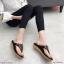 รองเท้าแตะแฟชั่น แบบหนีบ แต่งอะไหล่ดอกไม้เพชรสวยหวาน หนังนิ่ม พื้นนิ่ม ทรงสวย ใส่สบาย แมทสวยได้ทุกชุด (9018-10) thumbnail 2