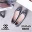 รองเท้าคัทชู ส้นแบน หัวมน แต่งดอกคามิเลียสวยเก๋สไตล์ชาแนล หนังนิ่ม พื้นนิ่ม ทรงสวย ใส่สบาย แมทสวยได้ทุกชุด (G318903) thumbnail 2