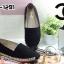 รองเท้าคัทชู ทรง slip on แต่งปัก CC สวยเก๋สไตล์ชาแนล ขอบแต่งเชือกถัก หนังนิ่ม ทรงสวย ใส่สบาย แมทสวยได้ทุกชุด (319-1291) thumbnail 2