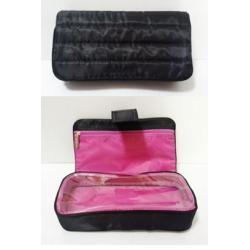 กระเป๋าเครื่องสำอาง Strivectin
