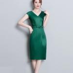 Pre-order ชุดทำงาน สีเขียว คอวีแขนล้ำ ผ้ามันวาว แบบเรียบหรู