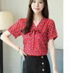 Pre-order เสื้อทำงาน คอวี ผูกโบว์สวย สีแดง พิมพ์ลายกราฟฟิค