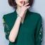 Pre-order เสื้อทำงาน สีเขียว คอวี ปักลายเถาดอกไม้ช่วงแขนสวยงาม thumbnail 2